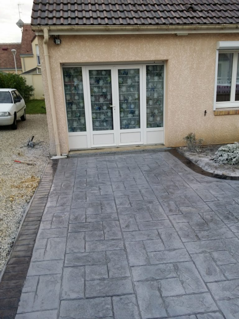 Prix d 39 un b ton color ext rieur co t moyen tarif de for Beton decoratif exterieur prix